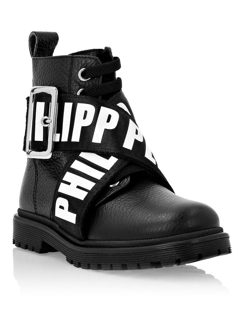 Boots Low Flat Logos